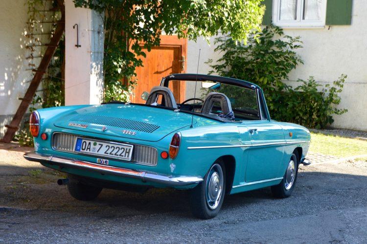 En vacker blå Renault